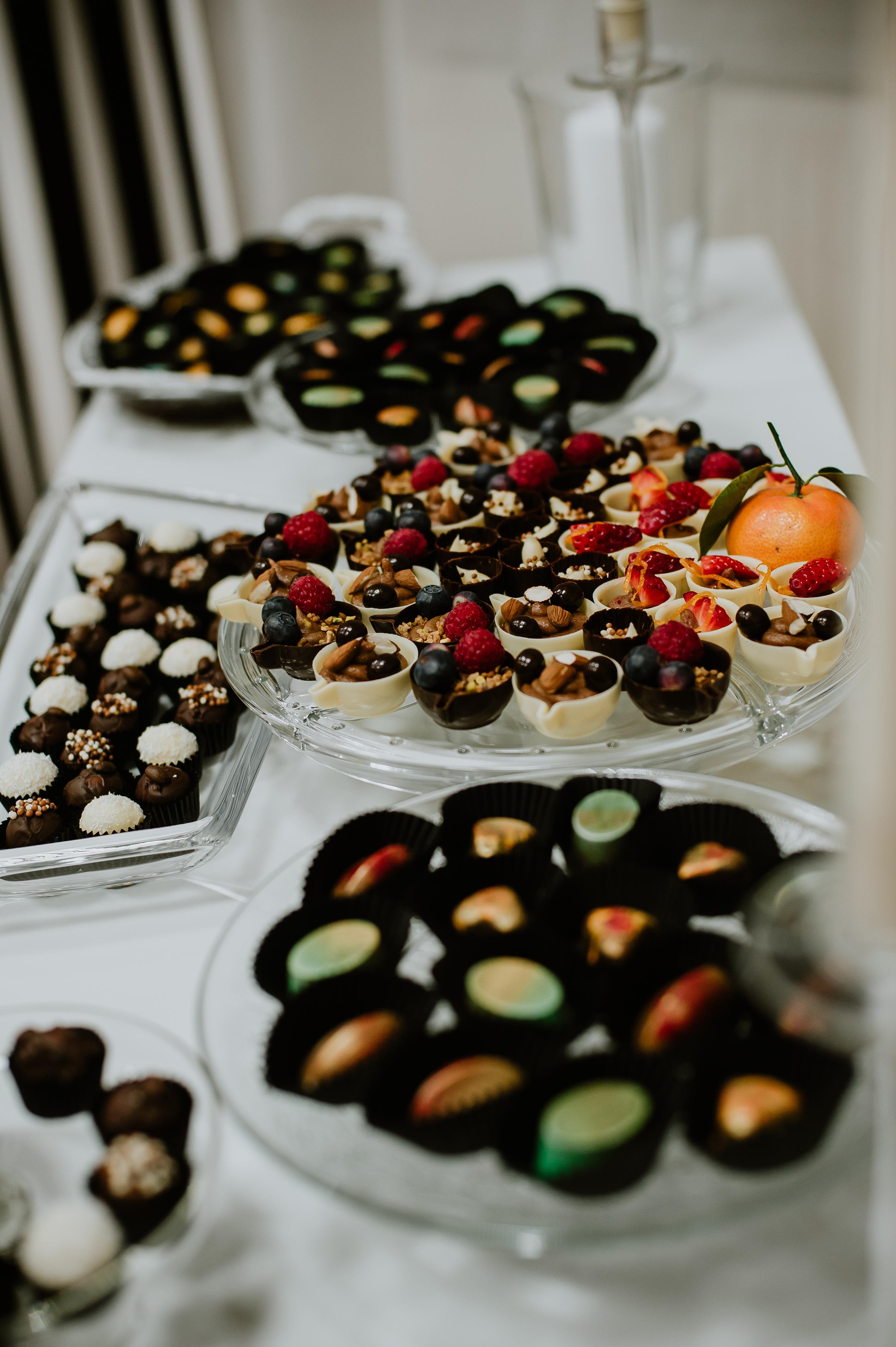 cadouri corporate, cadouri dulci, bomboane pictate, ciocolata, chocobar