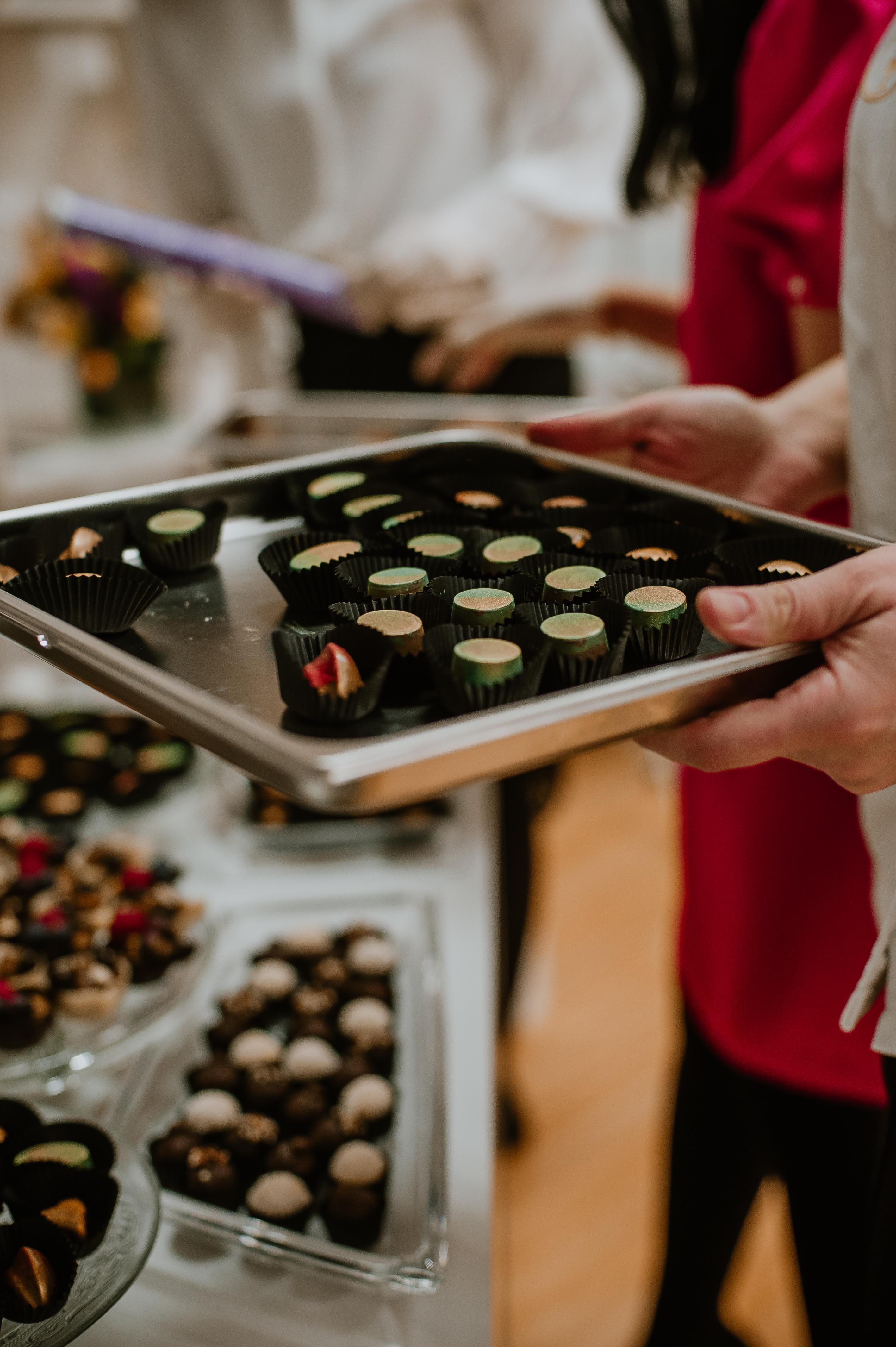 cadouri corporate, cadouri dulci, bomboane pictate, trufe ciocolata